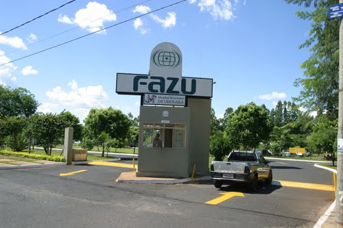 Entrada da FAZU - Faculdades Associadas de Uberaba
