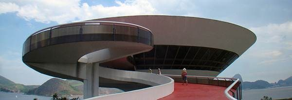 Museu de Arte Contemporânea em Niterói, Rio de Janeiro. Construído em 1996 pelo maior arquiteto brasileiro, Oscar Niemeyer. Hoje, é cartão postal da cidade maravilhosa