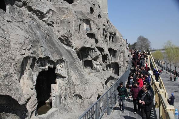 Lateral de uma gruta, na China, feita de calcário pela natureza