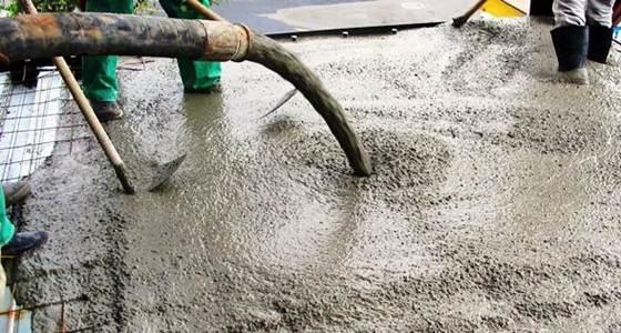 A massa do concreto pode ser feita por máquina apropriadas