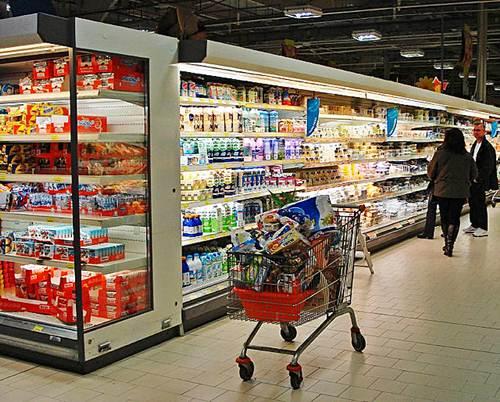 Àrea de laticínios em um supermercado