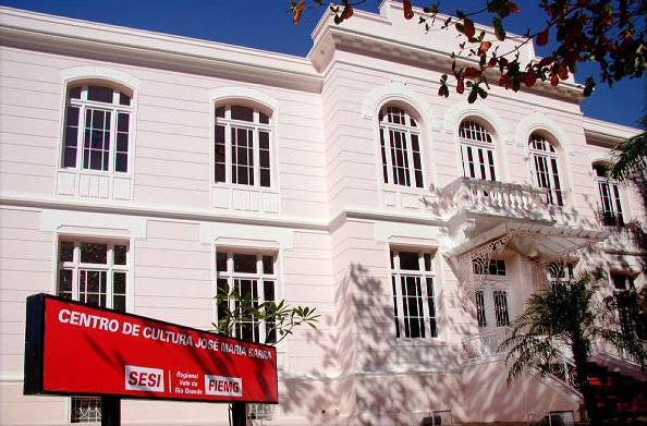 Terceira parte da fachada do Centro de Cultura José Maria Barra, camarins e afins