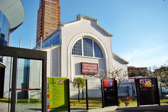 Primeira parte da fachada do Centro de Cultura José Maria Barra, salões e aulas