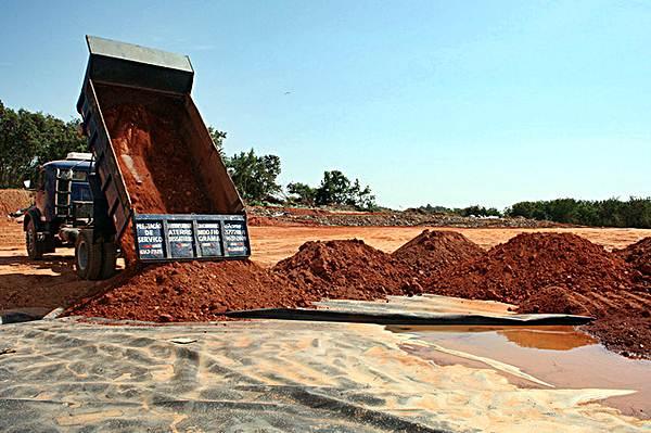 O aterro sanitário rambém faz parte do pacote de serviços do saneamento básico