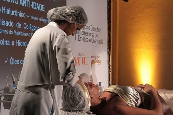 Tratamento estético com fisioterapeuta