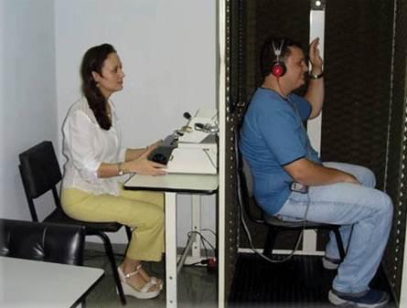 Realização do exame de audiologia