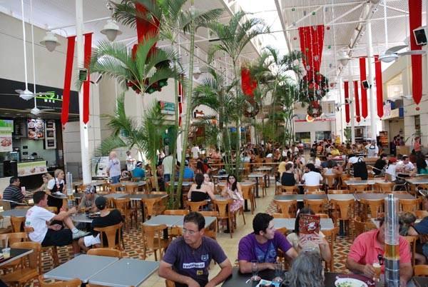 Terraço ou praça de alimentação do Shopping Uberaba