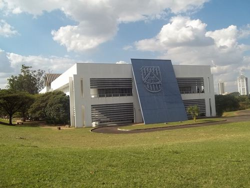 Bloco S - Estudos e laboratórios da Universidade de Uberaba - Campus Aeroporto