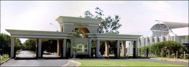 Entrada principal do Campus Aeroporto em Uberaba - Uniube