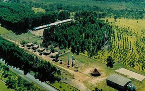 Vista parcial aérea da Fazenda Escola da Universidade de Uberaba - Margens da BR 050