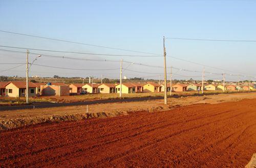 """Casa do programa """"Minha Casa Minha Vida"""" já entregues no bairro Morada duPark - Foto: Site da Prefeitura Municipal - Cohagra"""