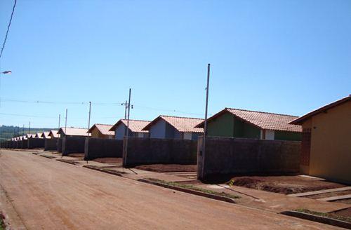 """Casa do programa """"Minha Casa Minha Vida"""" já entregues no bairro Tancredo Neves - Foto: Site da Prefeitura Municipal - Cohagra"""