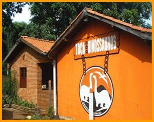 Hotel e Pousada Toca dos Dinossauros em Peirópolis