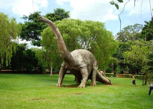 Replica em tamanho natural de Dinossauro em Peirópolis - Foto: José Luiz da Silva Vieira
