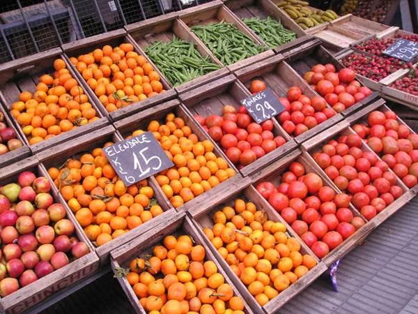 Frutas em exposição em Feiras Livres - Foto MorgueFile @Alvimann