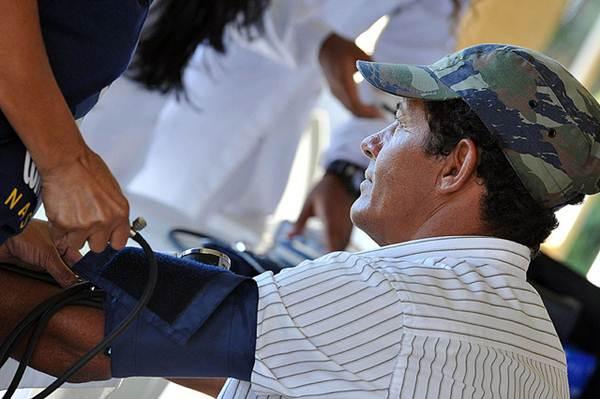 Aferição da pressão arterial - Foto Flickr @Agência CNT de Notícias