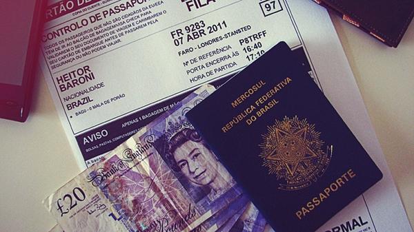 Não se esqueça de retirar o passaporte em tempo hábil e trocar o dinheiro correspondente ao país de origem - Foto Flickr @.insanidades